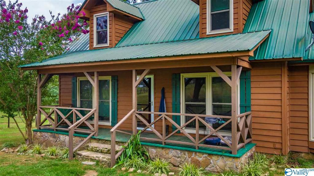 Photo of home for sale at 1094 County Road 46, Crossville AL