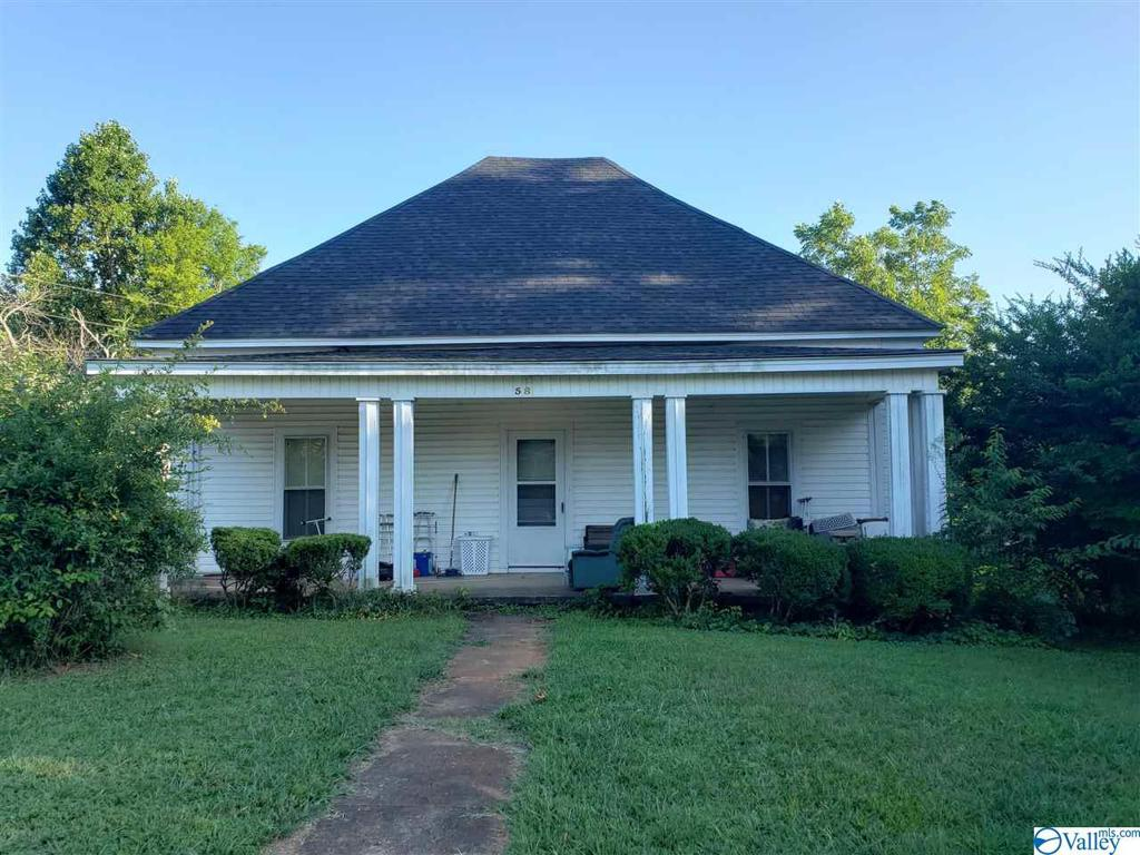 Photo of home for sale at 58 Sommerville Avenue, Moulton AL