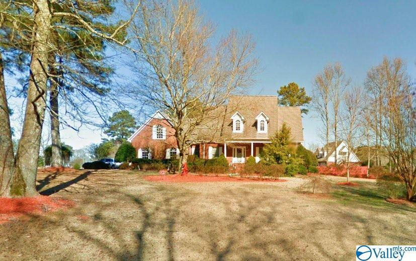 Photo of home for sale at 1724 Sundown Drive, Arab AL
