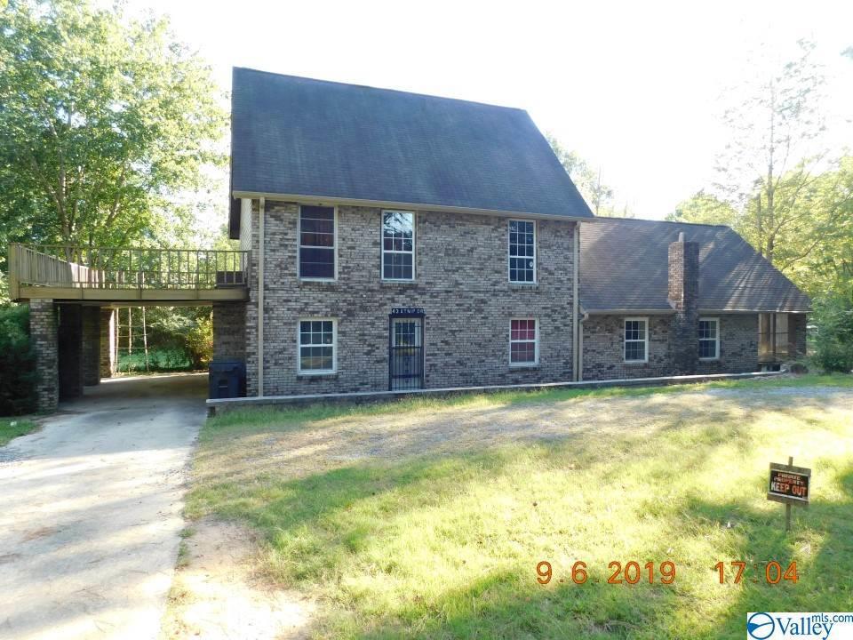 Photo of home for sale at 43 Atnip Drive, Scottsboro AL