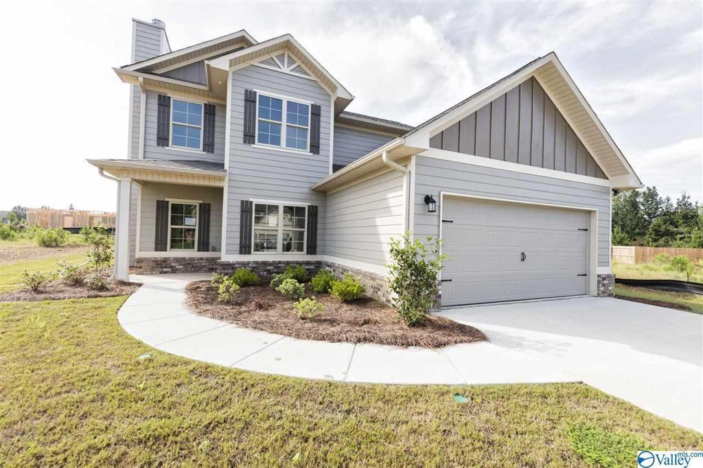 Photo of home for sale at 609 Southfield Lane, Huntsville AL