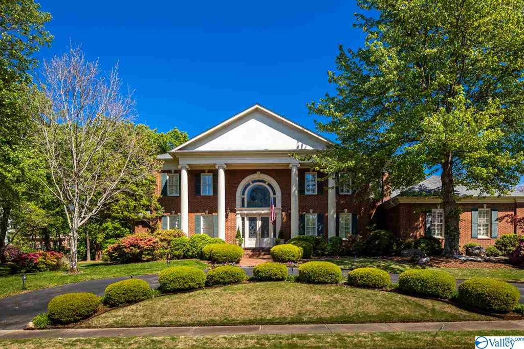 Photo of home for sale at 2805 Trevor Drive, Huntsville AL