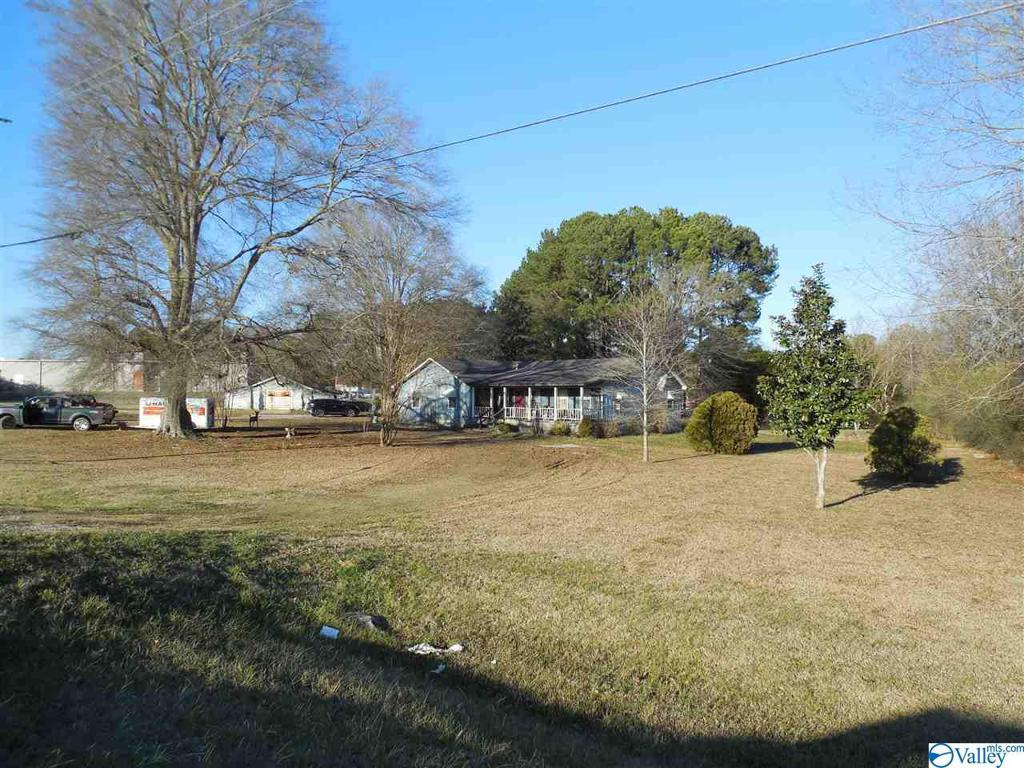 Photo of home for sale at 1926 Hwy 31, Hartselle AL