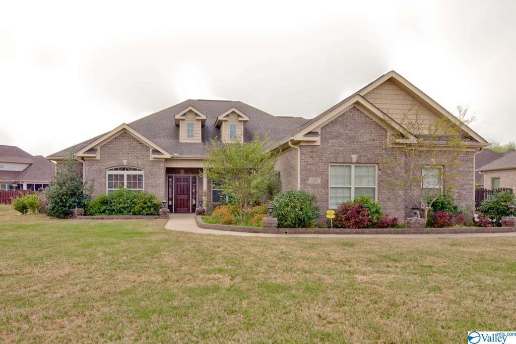 Photo of home for sale at 127 Megans Mews Drive, Harvest AL
