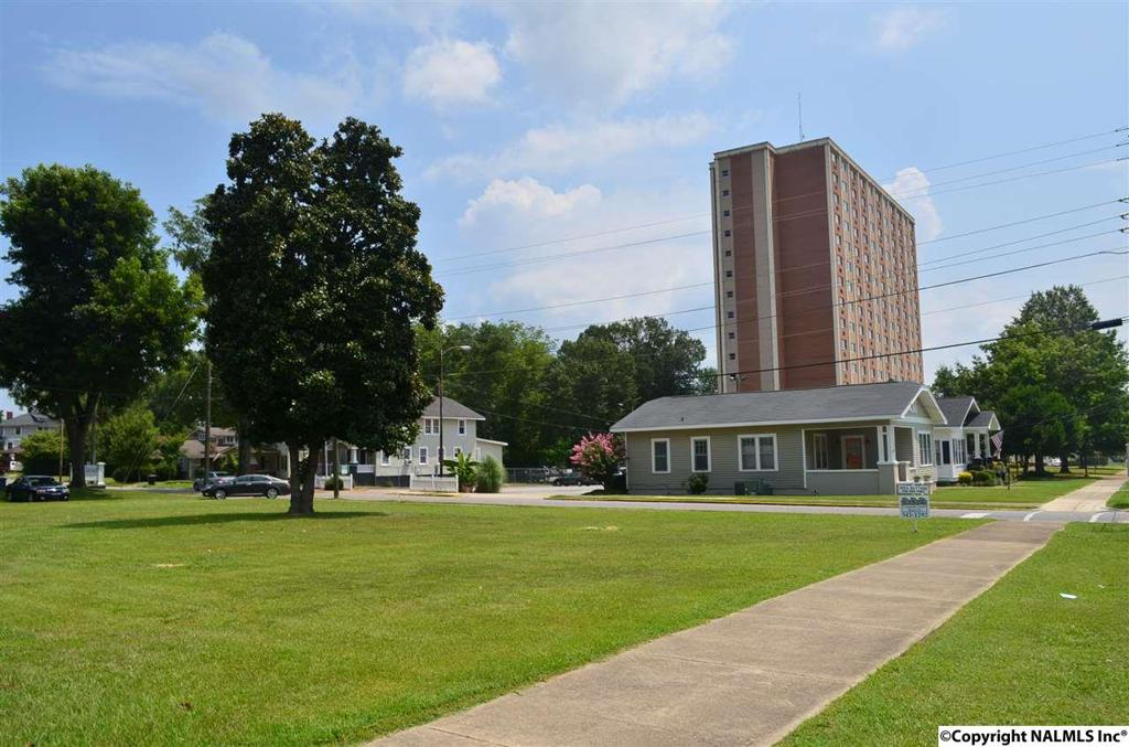 Photo of home for sale at Walnut Street, Gadsden AL