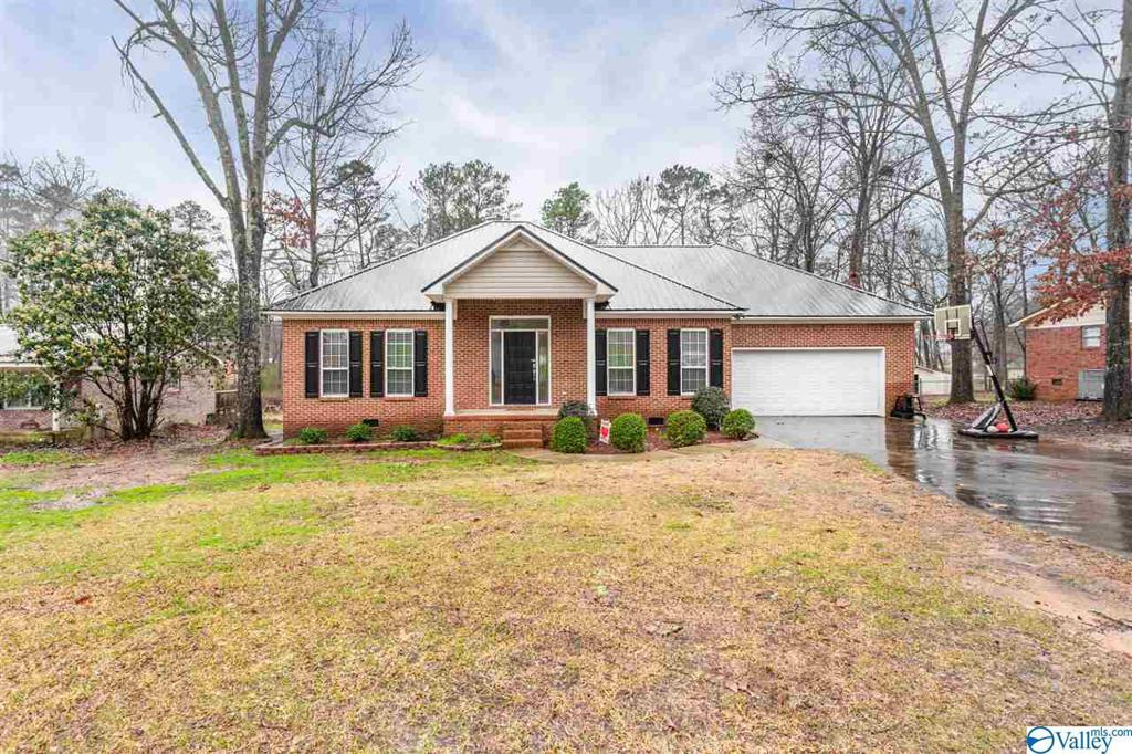 Photo of home for sale at 1837 Sheila Avenue, Southside AL