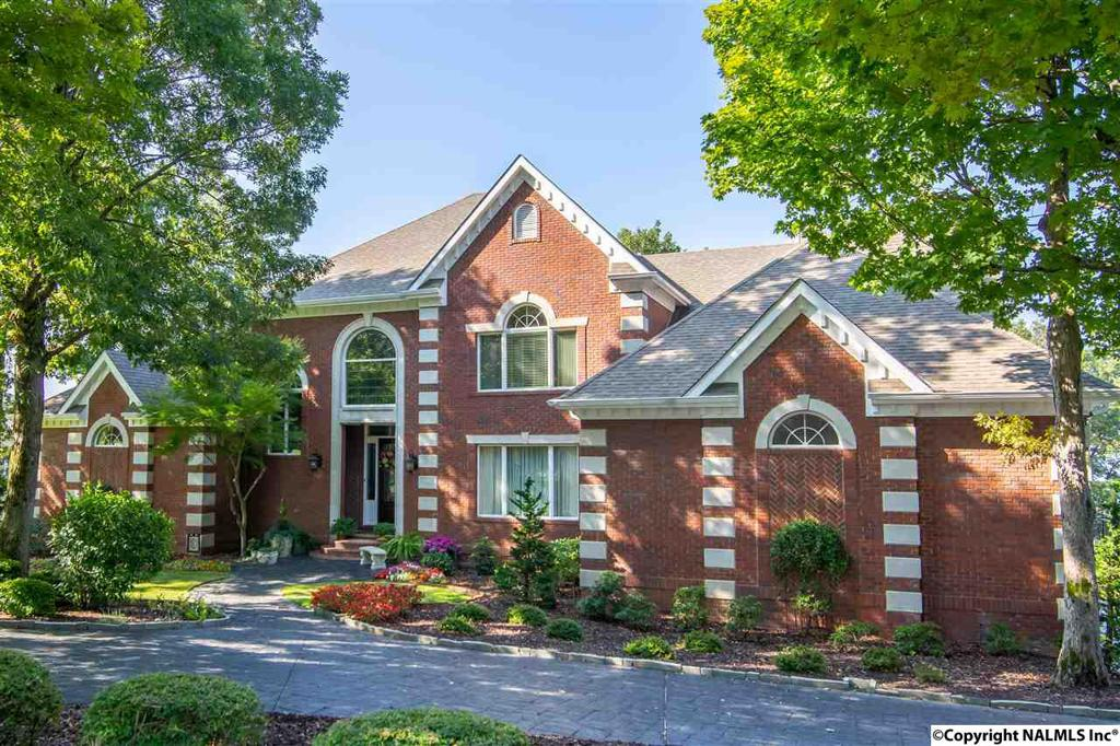Photo of home for sale at 22 Asbury Road, Huntsville AL