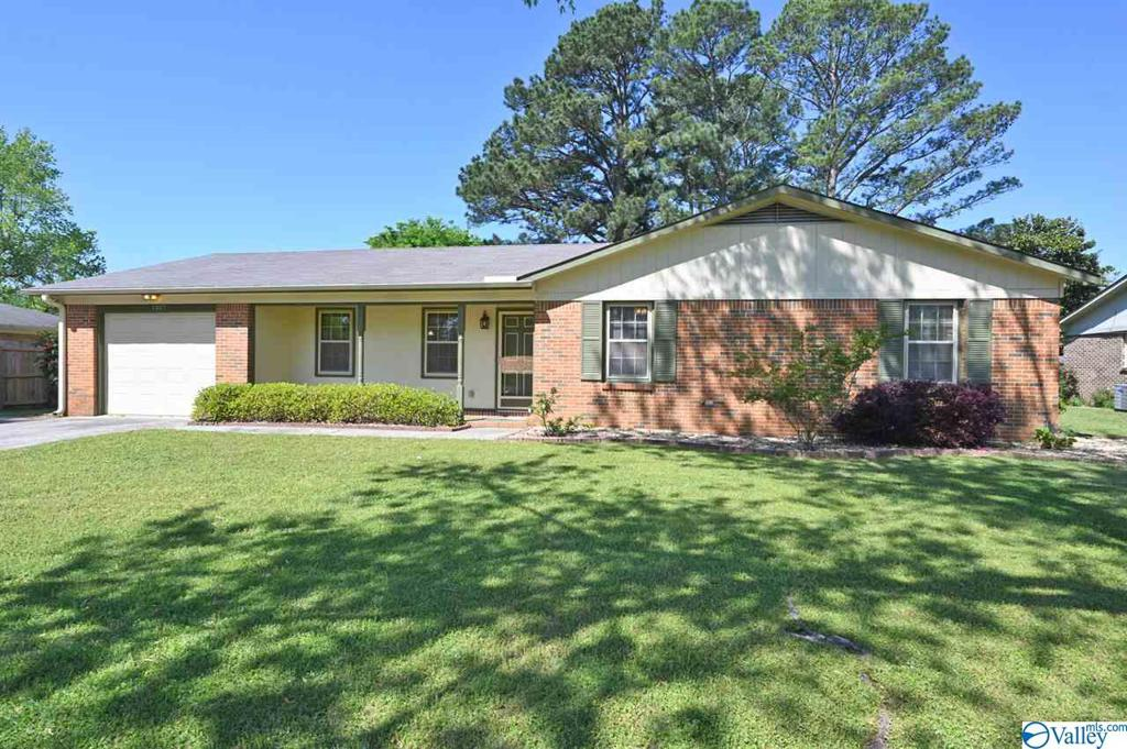 Photo of home for sale at 1307 Stuart Avenue, Decatur AL