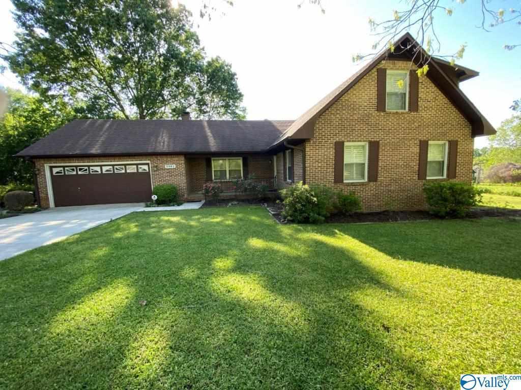 Photo of home for sale at 3382 Cedar Lane, Guntersville AL