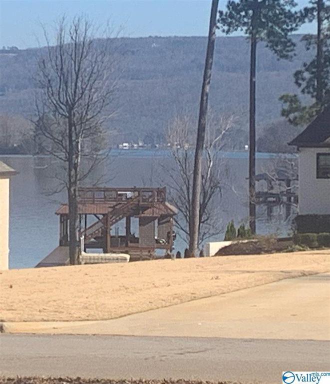 Photo of home for sale at Peninsula Drive, Scottsboro AL