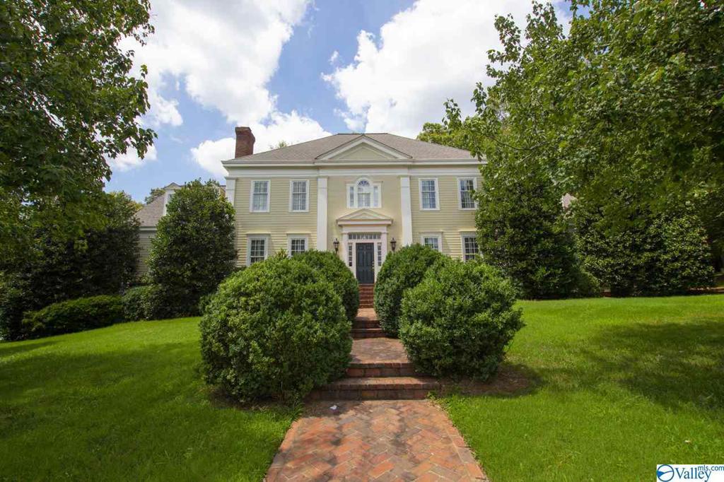 Photo of home for sale at 5600 Tarleton Drive, Huntsville AL