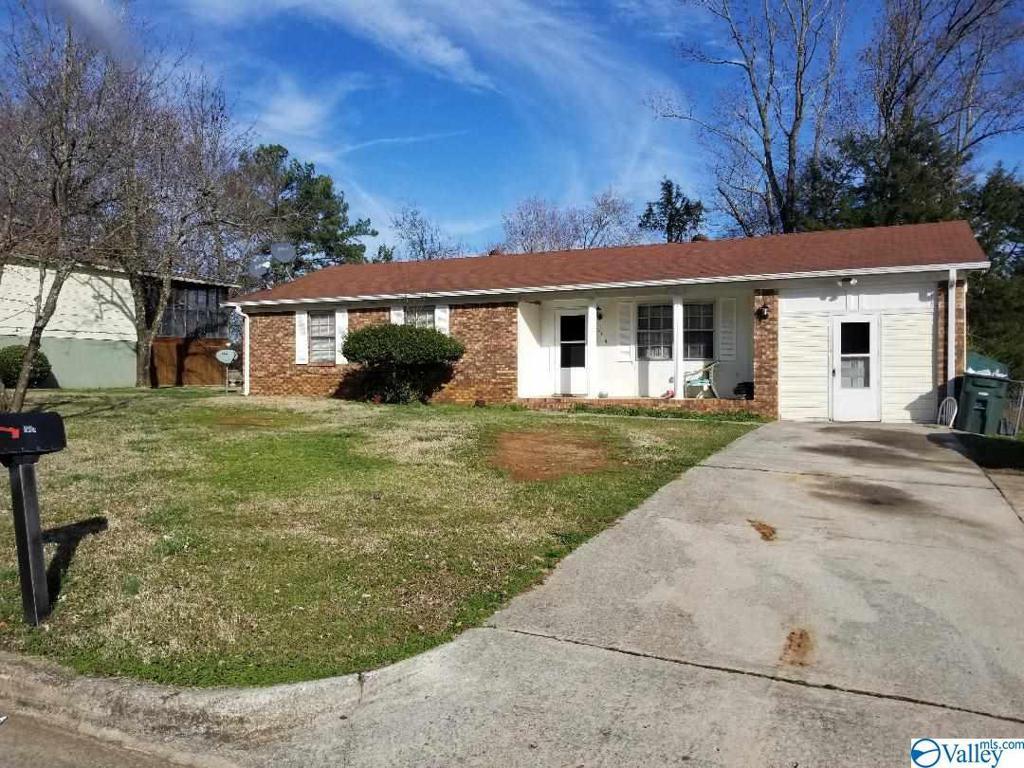 Photo of home for sale at 5114 Ortega Circle, Huntsville AL