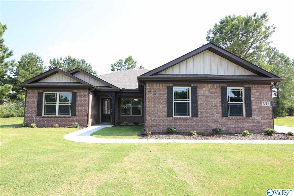 Photo of home for sale at 137 Heritage Way, Toney AL