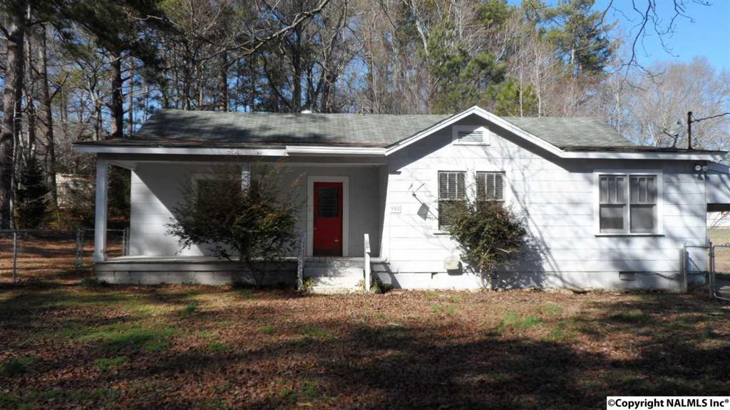 Photo of home for sale at Riverview Drive, Gadsden AL