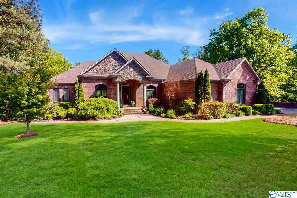Photo of home for sale at 221 Singing River Drive, Muscle Shoals AL