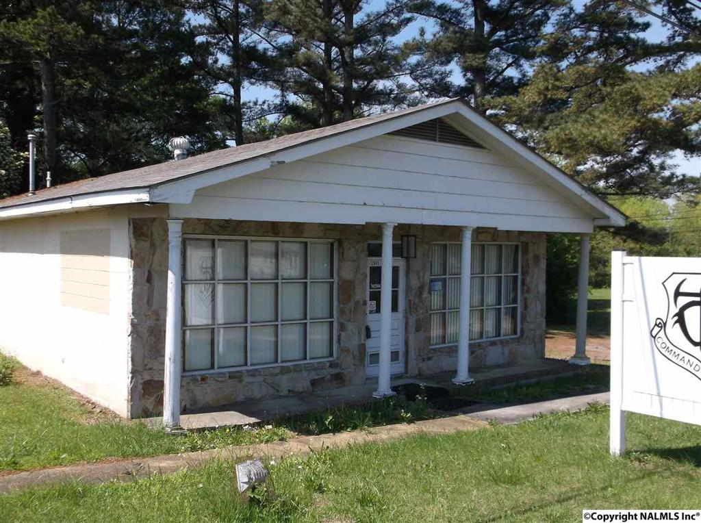 Photo of home for sale at Us Hwy 431, Guntersville AL