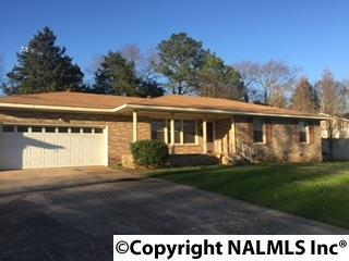 Photo of home for sale at 3920 Timbercrest Drive, Huntsville AL