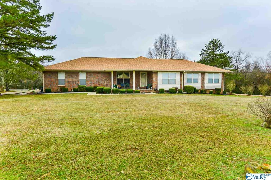 Photo of home for sale at 1400 County Road 574, Rogersville AL