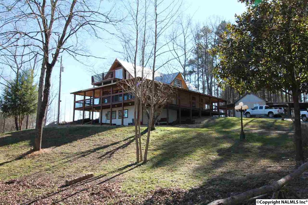 Photo of home for sale at 7783 Beaird Road, Hokes Bluff AL