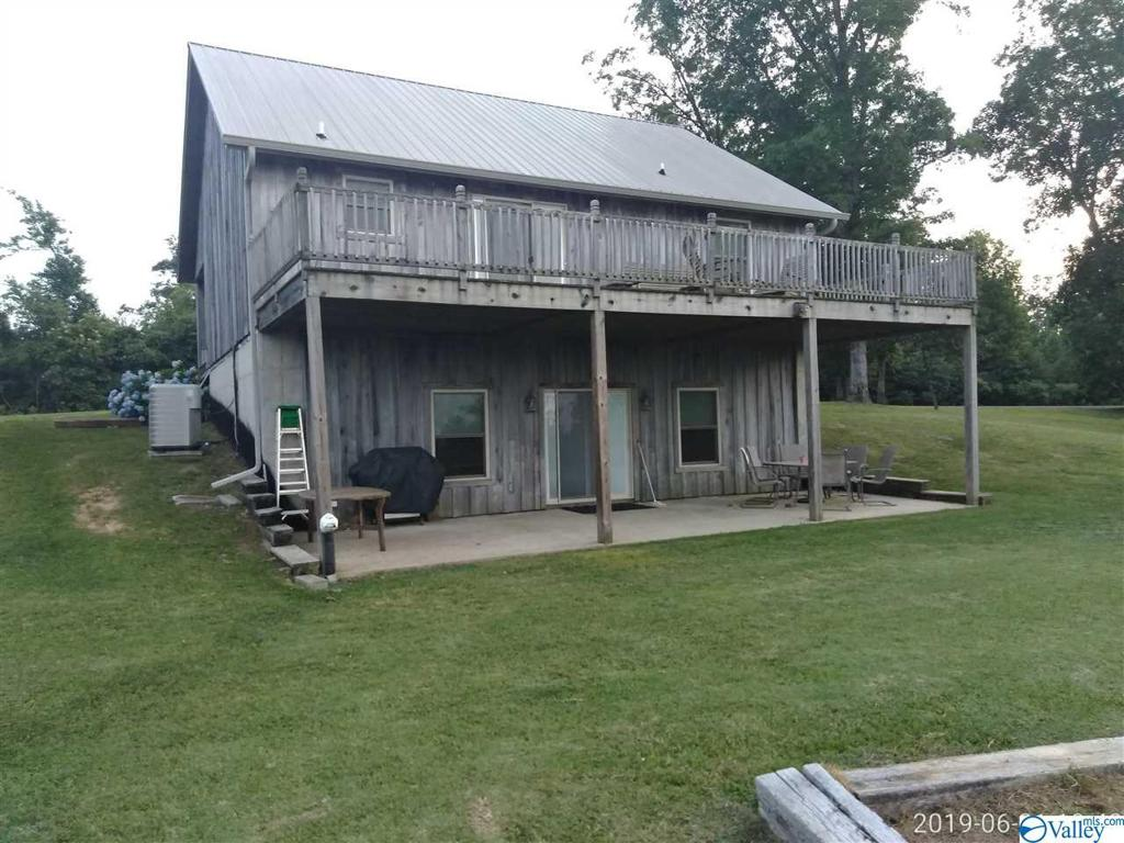 Photo of home for sale at 1524 County Road 671, Henagar AL