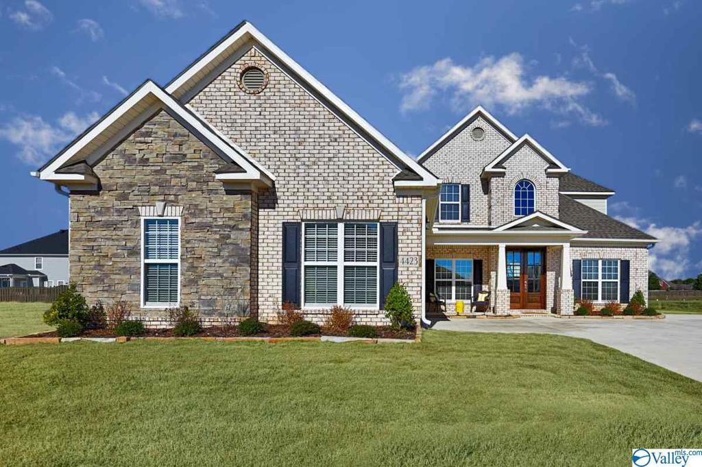 Photo of home for sale at 4423 Lake Willow Blvd, Owens Cross Roads AL