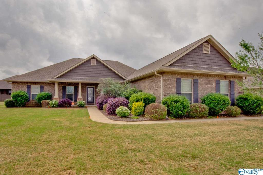 Photo of home for sale at 211 Harbor Glen Drive, Madison AL