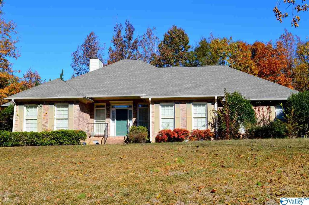 Photo of home for sale at 155 Heritage Drive, Centre AL