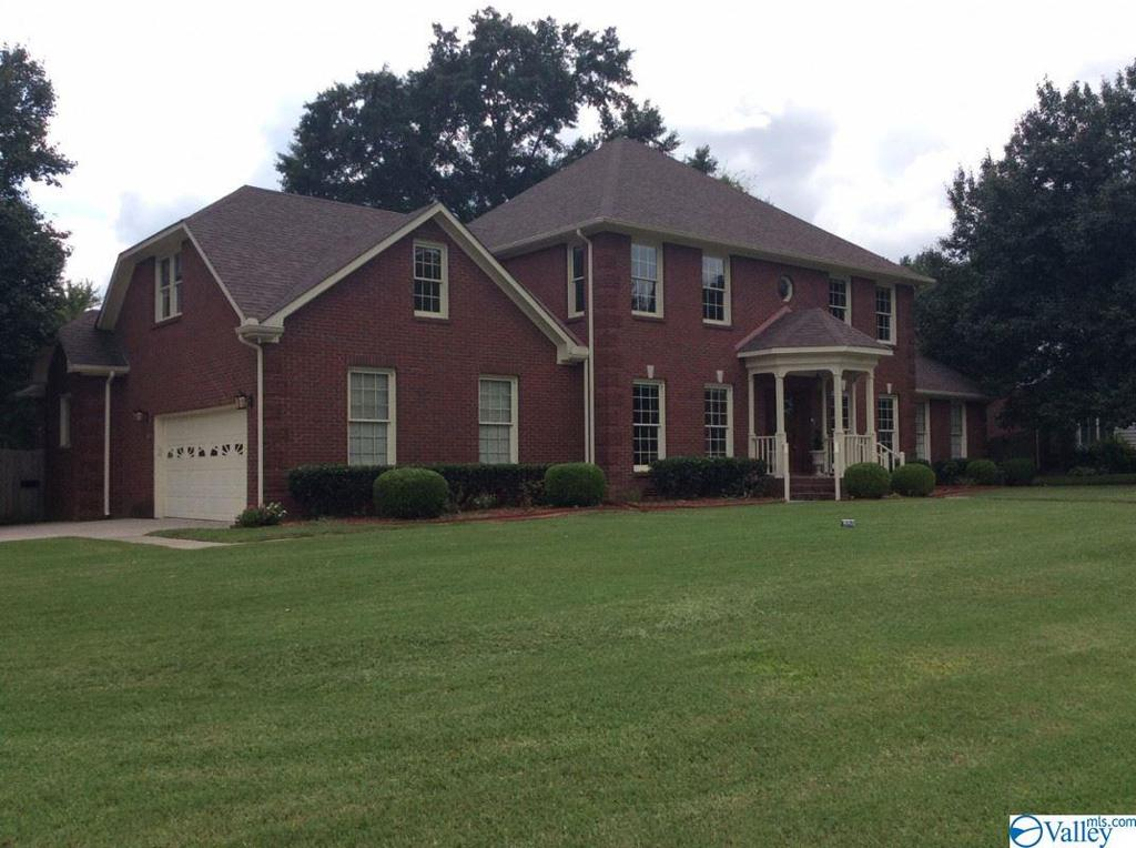 Photo of home for sale at 130 Oakhurst Drive, Madison AL