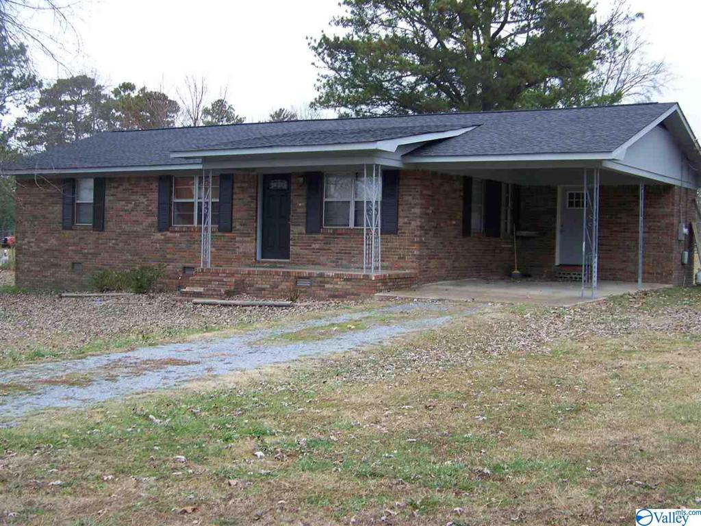 Photo of home for sale at 108 Poplar Drive, Rainsville AL