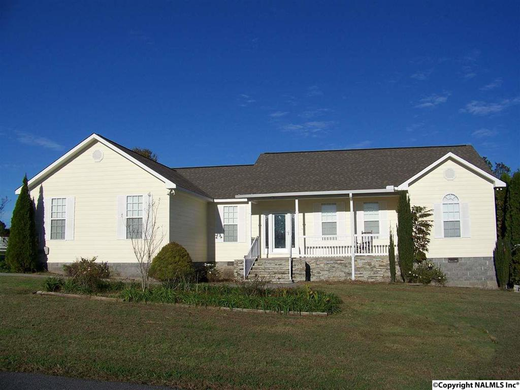 Photo of home for sale at County Road 72, Rainsville AL