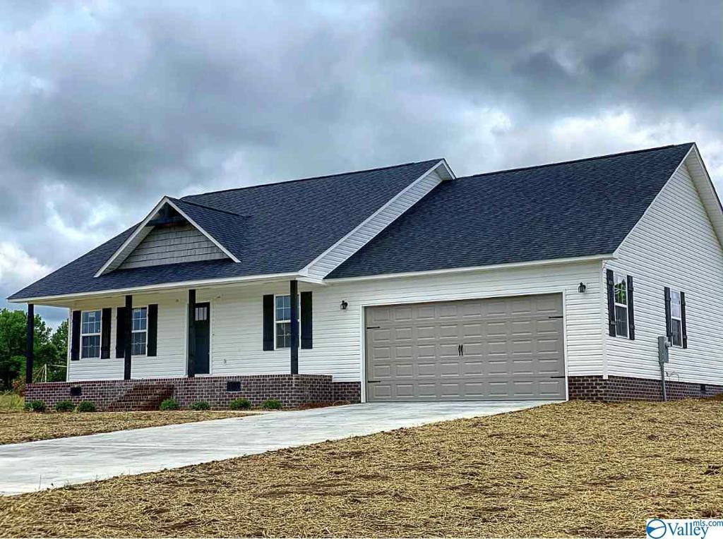 Photo of home for sale at 129 Grande Drive, Albertville AL