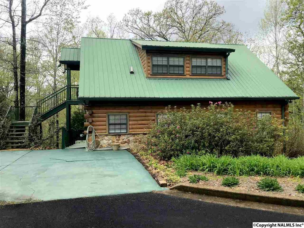 Photo of home for sale at 1640 County Road 137, Cedar Bluff AL