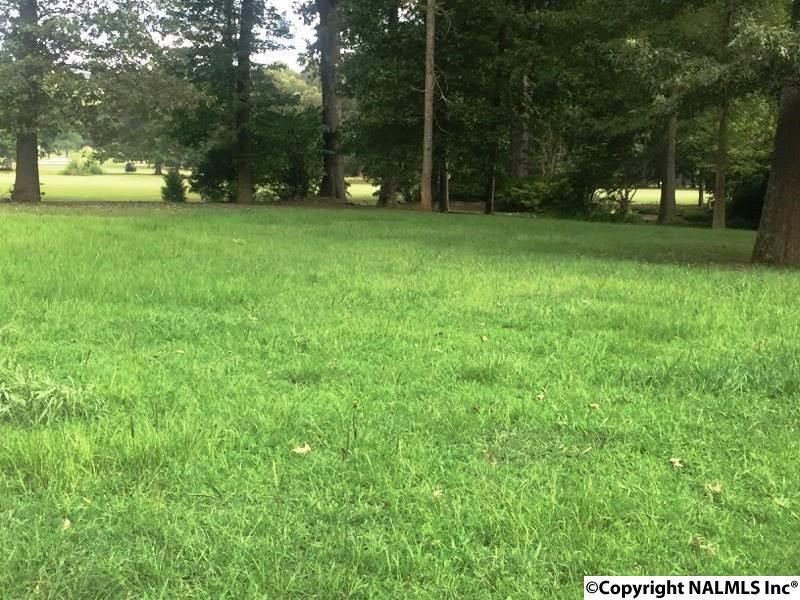 Photo of home for sale at 21 Arapaho Trail, Decatur AL