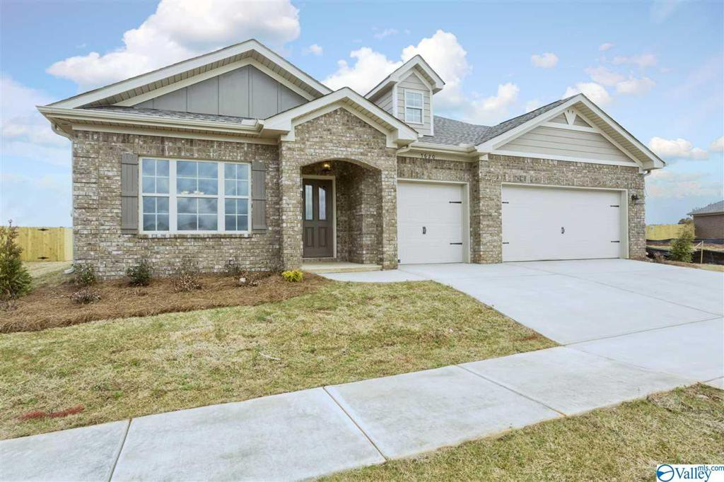 Photo of home for sale at 805 Chesire Cove Lane, Meridianville AL