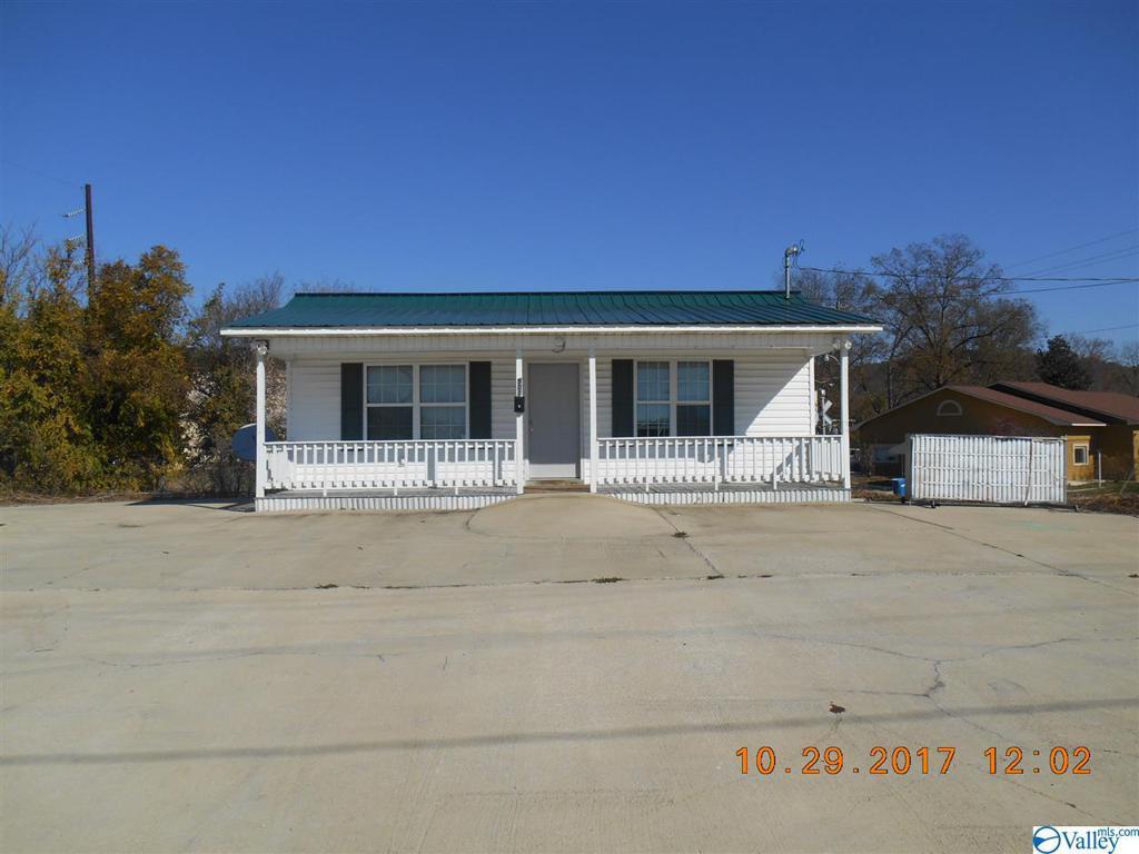 Photo of home for sale at 901 Garner Street, Gadsden AL