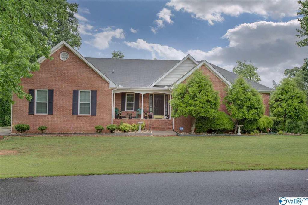 Photo of home for sale at 400 Pine Needle Trace, Guntersville AL