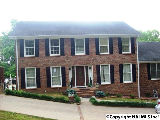 Photo of home for sale at 200 Azalea Drive, Gadsden AL