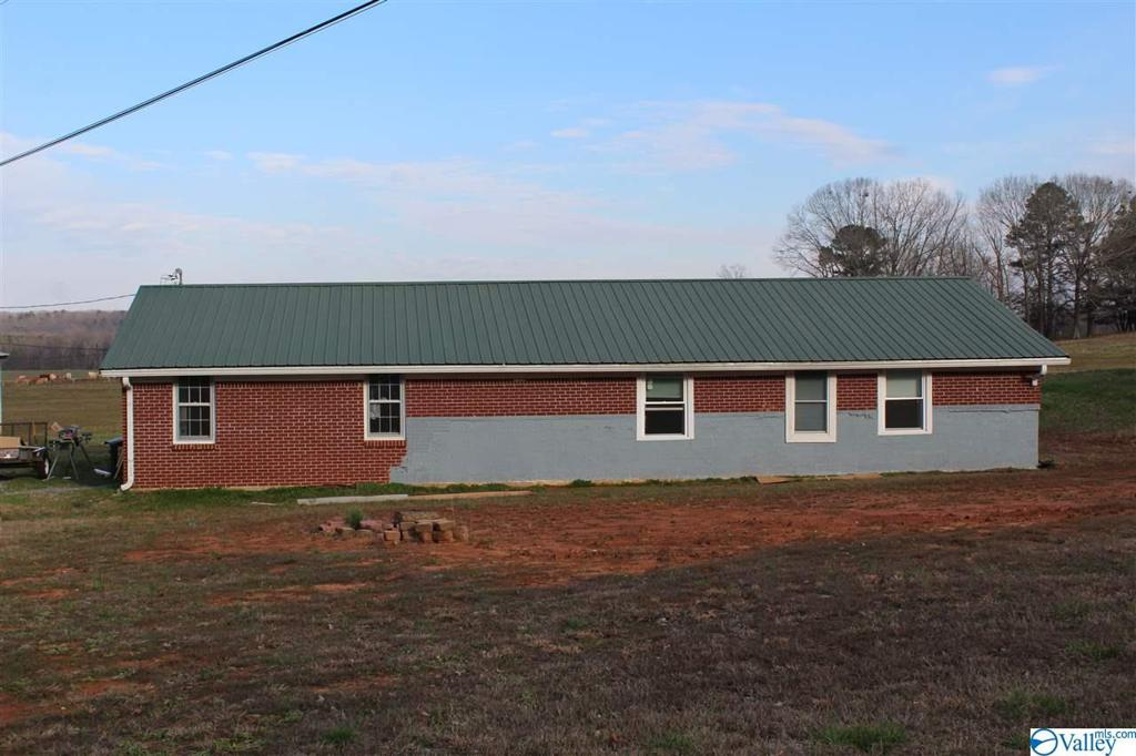 Photo of home for sale at 2003 Cain Road, Somerville AL