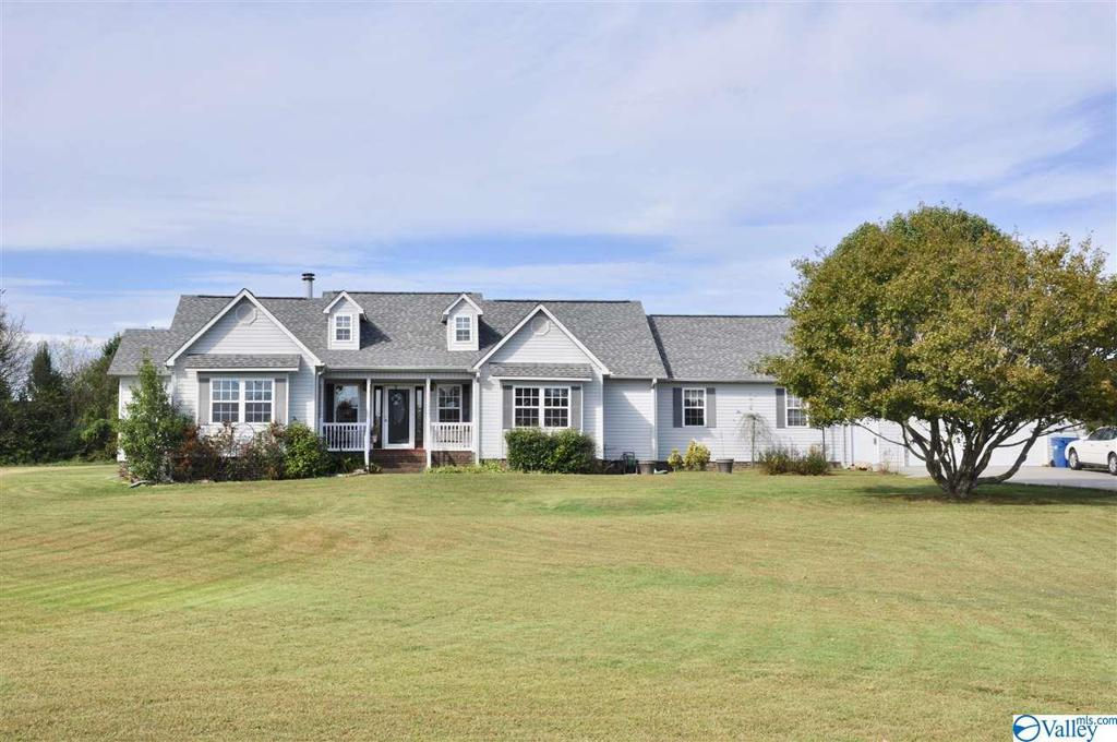 Photo of home for sale at 1523 Shoal Creek Trail, Arab AL