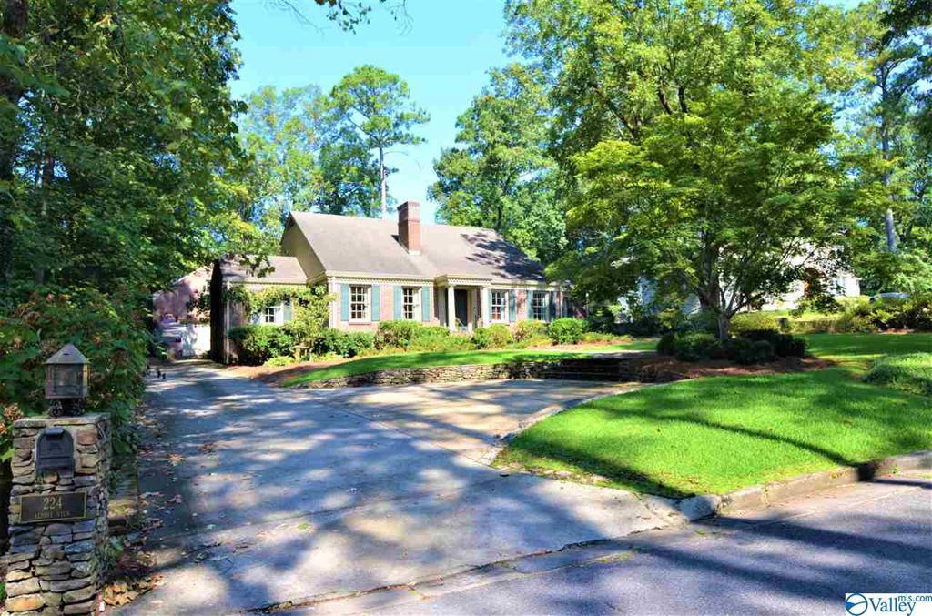 Photo of home for sale at 224 Alpine View, Gadsden AL
