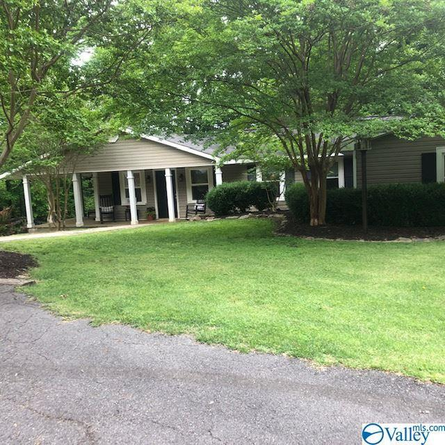 Photo of home for sale at 51 Pleasant Hill Road, Decatur AL