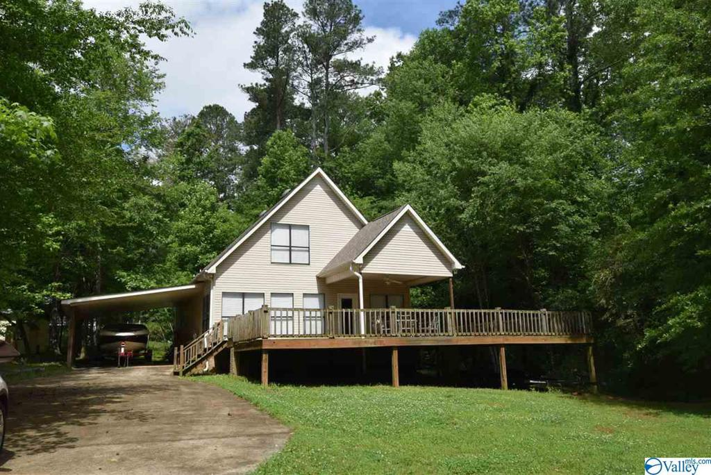 Photo of home for sale at 1015 Honeycomb Road, Grant AL