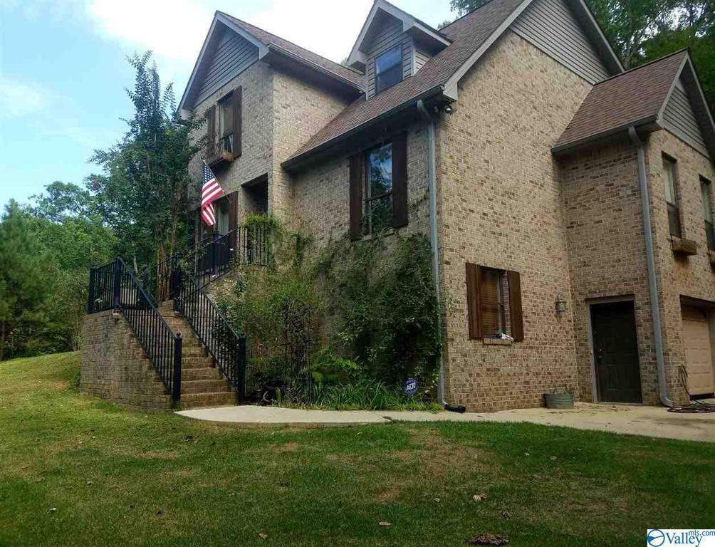 Photo of home for sale at 2225 Valley Trail, Warrior AL