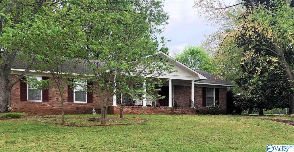 Photo of home for sale at 110 Main Street, Moulton AL