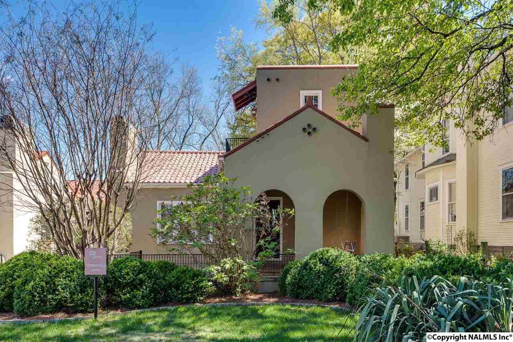Photo of home for sale at Walker Avenue, Huntsville AL