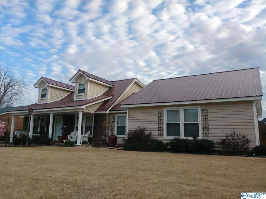 Photo of home for sale at 1815 Lanier Street, Decatur AL