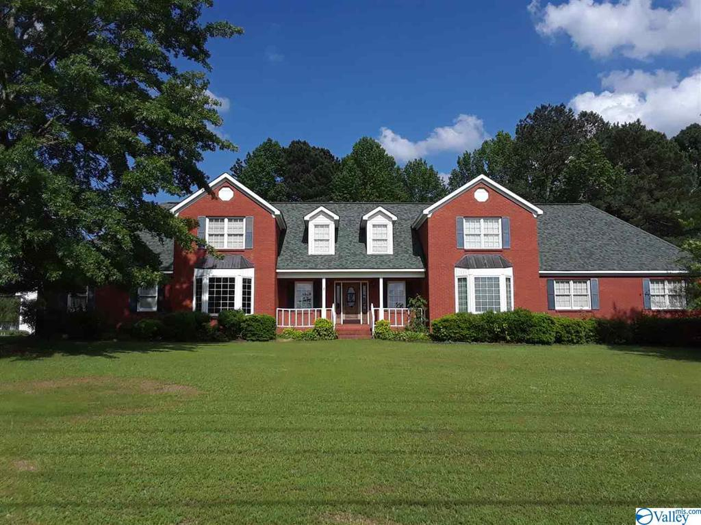 Photo of home for sale at 156 Mt Tabor Road, Hartselle AL