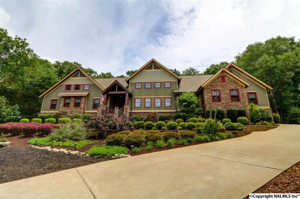 Photo of home for sale at High Mountain Road, Huntsville AL