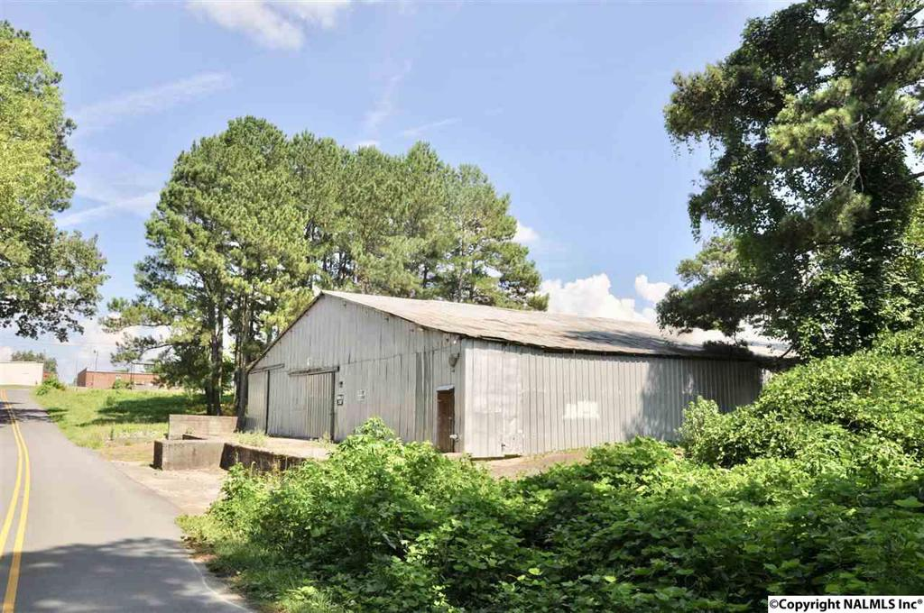 Photo of home for sale at 203 2nd Street, Arab AL