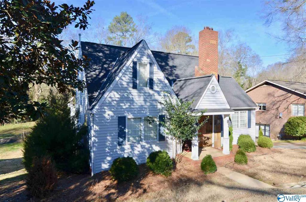 Photo of home for sale at 627 Reynolds Street, Gadsden AL